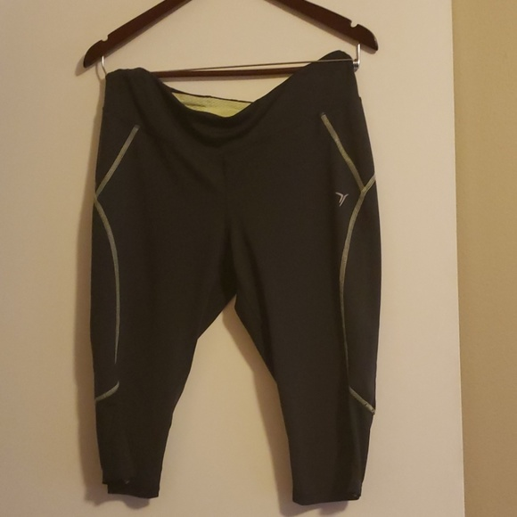 Old Navy Pants - Old navy active capris